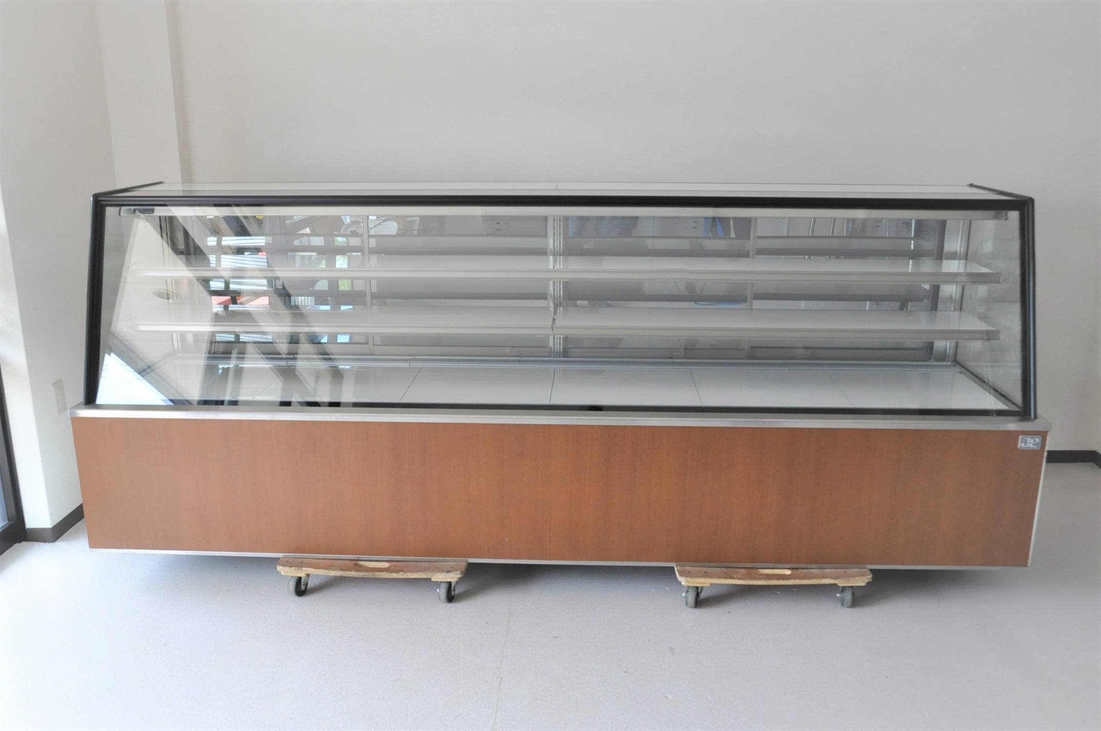 保坂製作所 冷蔵ショーケース 2011年製 三相200V ケーキケース を買い取りました!(^_-)-☆