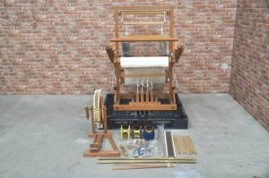 機織り機 機織り はたおり 職人 手芸 伝統工芸 糸巻 布 絹 生地 糸 希少を買い取りました!(^_-)-☆