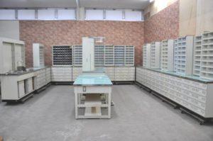 収納棚 整理棚 カルテ棚 作業テーブル付 一式 大型 事務所 店舗 薬局を買い取りました!(^_-)-☆