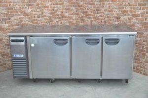 フクシマ 台下冷凍冷蔵庫 TRW-61PM 業務用3ドア コールドテーブル 冷凍ストッカー フリーザーを買い取りました!(^_-)-☆