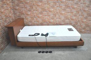 シモンズ マキシマ リクライニング 電動ベッド マットレス付 介護ベッド 寝室を買い取りました♪(^_-)-☆