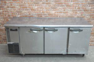 HOSHIZAKI ホシザキ 台下冷蔵庫 RT-180SDE-ML 業務用3ドア コールドテーブル を買い取りました♪(^_-)-☆