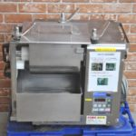 FUJISEIKI 不二精機 小型ミキサー KMS-400 2015年製 三相200V 麺生地 混ぜ機 こね機 業務用を買い取りました♪(^_-)-☆
