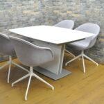 BoConcept ボーコンセプト ダイニングテーブルセット 4人掛け 食卓椅子 伸縮式を買い取りました♪(^_-)-☆