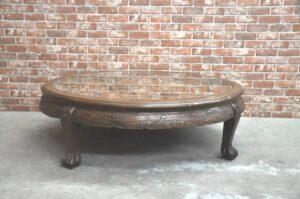 中国美術 骨董 アンティーク 彫刻 円卓 ガラス天板 幅115cm 猫脚 円形座卓 丸テーブル センターテーブルを買い取りました♪(^_-)-☆